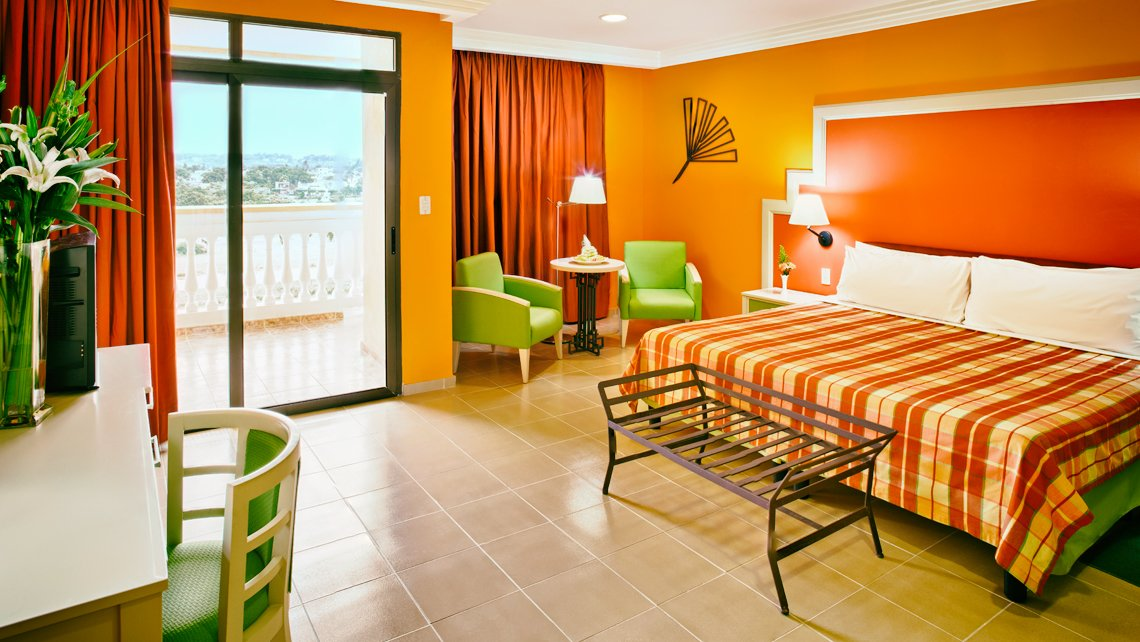 Brillantes colores de las habitaciones del Hotel Four Points by Sheraton