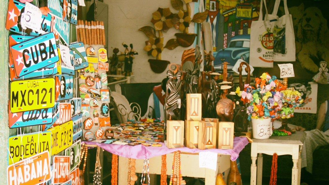 Muestra de artesanía cubana