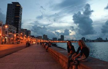 Atardecer_sobre_el_Malecón